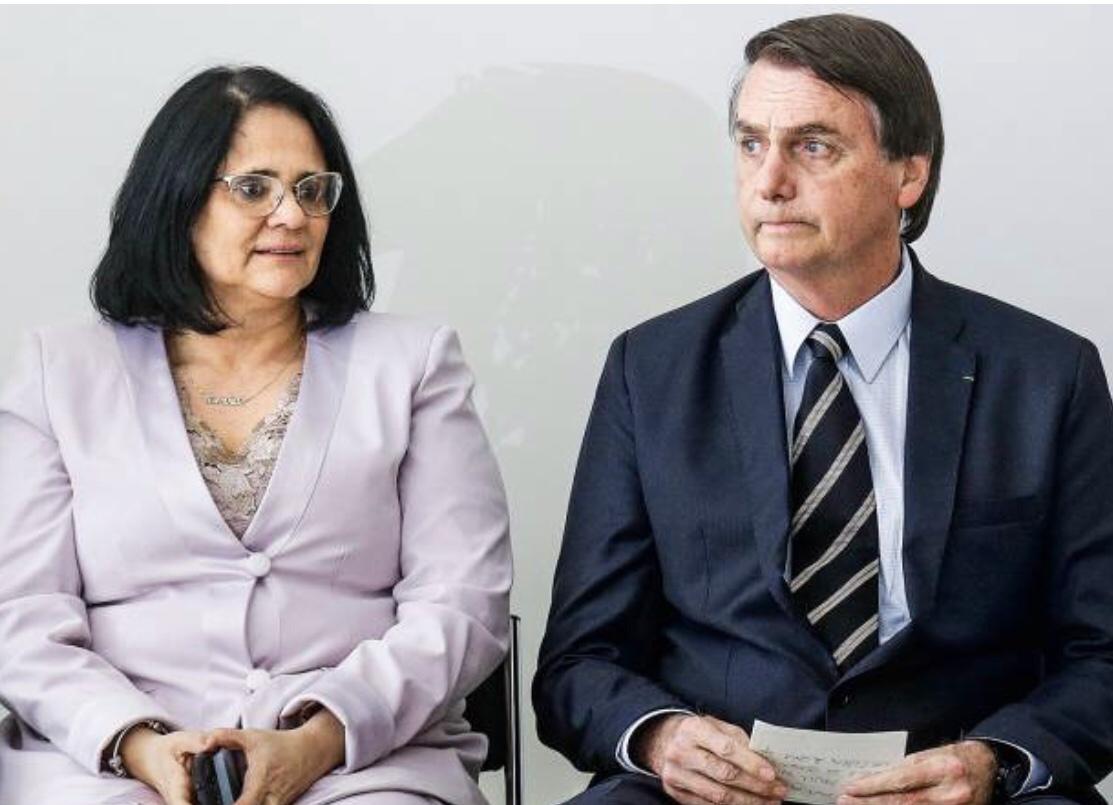Ministra Damares Alves pediu para deixar o ministério