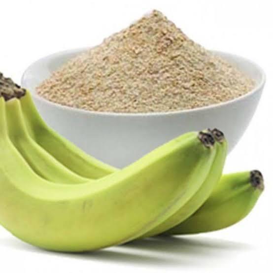 Internauta ensina como se deve comer banana com farinha