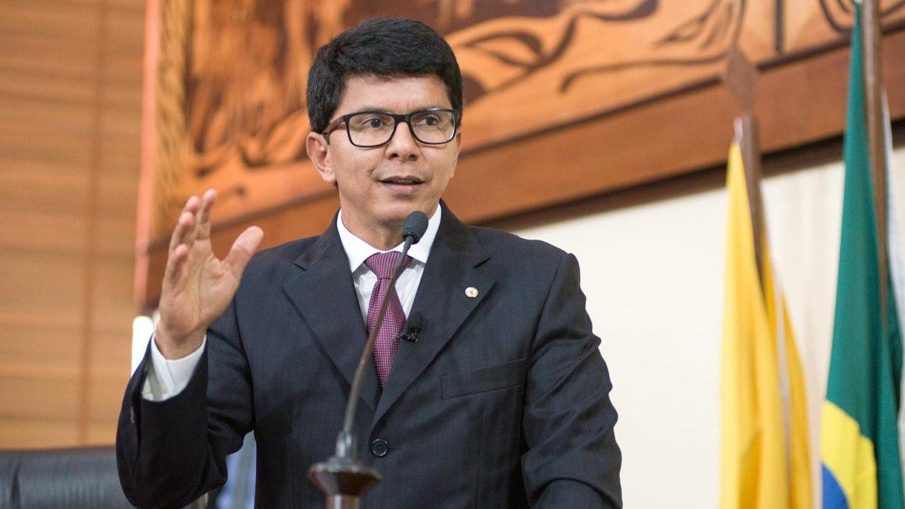 Jenilson Leite apresenta PL que proíbe a cobrança das ligações clandestinas de energia aos consumidores