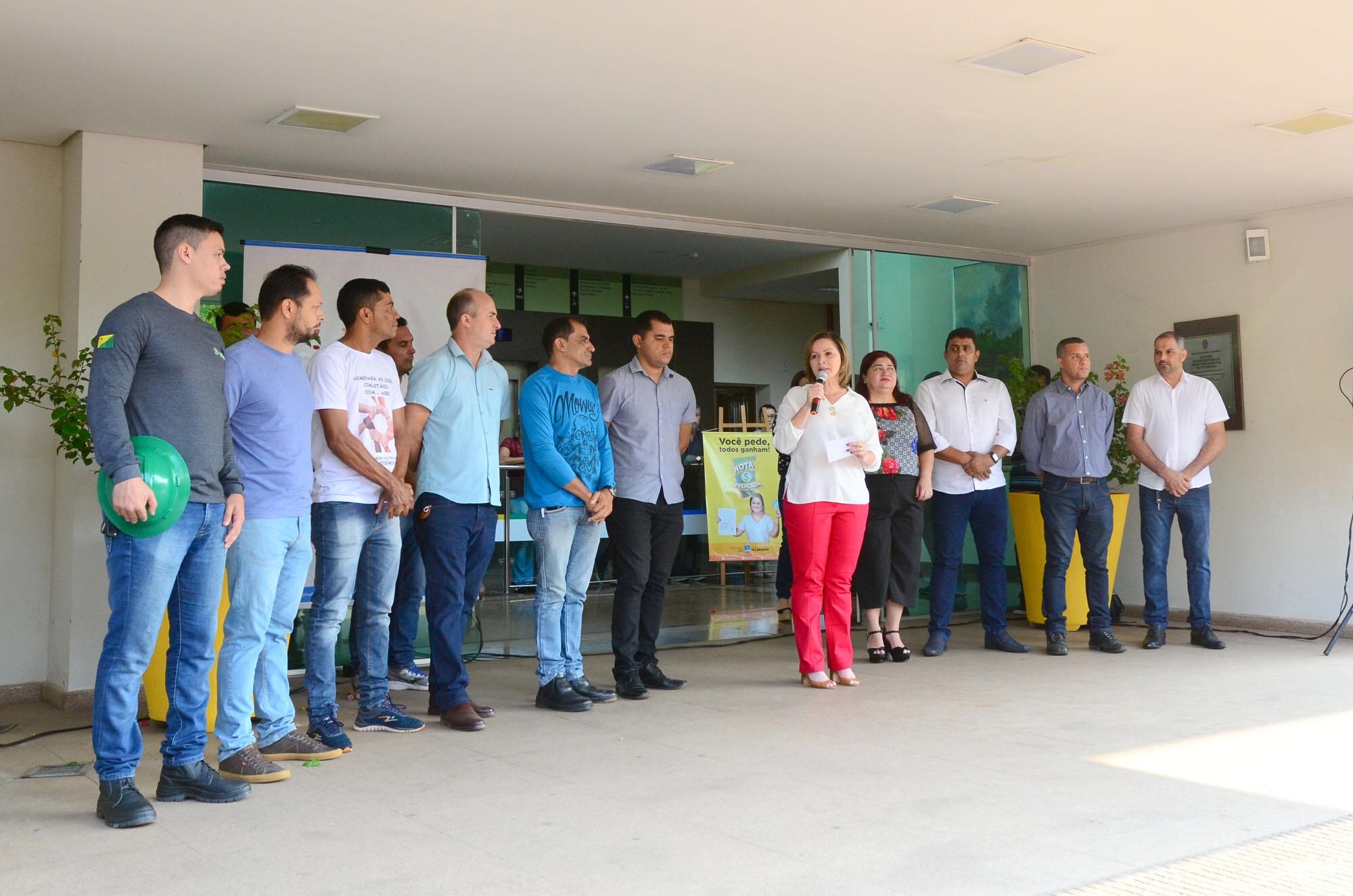 Socorro Neri investe na iluminação das vias públicas de Rio Branco; prefeita assinou ordem de serviço hoje